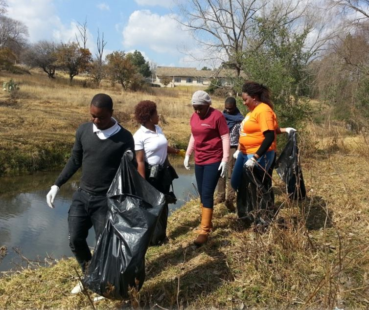 IWSN Africa heeds the call of Mandela Day with river cleanup