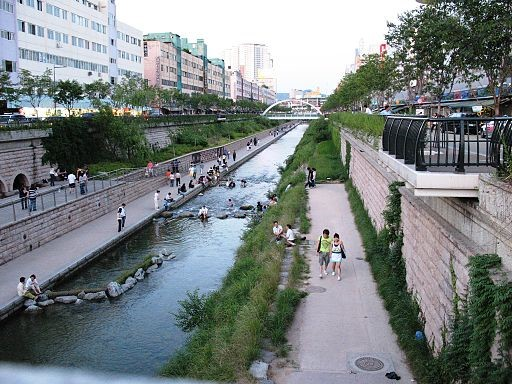 Enhancing resilience in cities: from grey to green infrastructure
